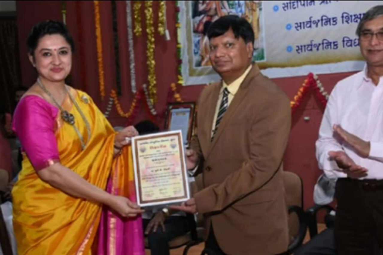 Recognition of outstanding services by The Vice Chancellor Dr.Shivendra Gupta